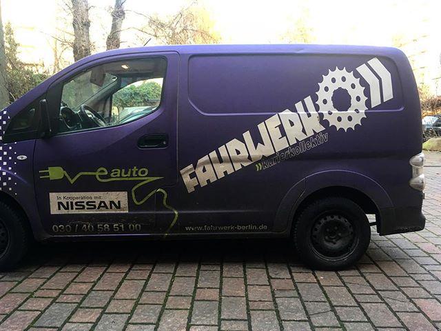 Emissionfree Elektroauto des Fahrwerk Kurierservices