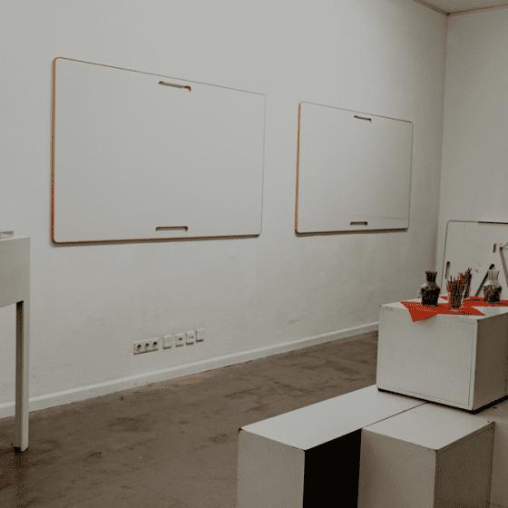 Designwhiteboards mit Wandhalterung