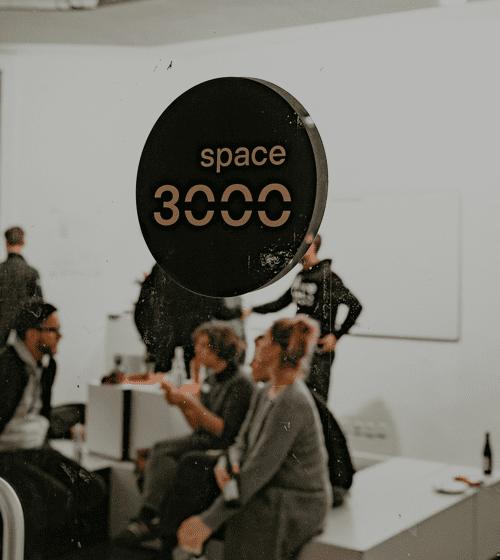 space3000 Logo an einer Tür
