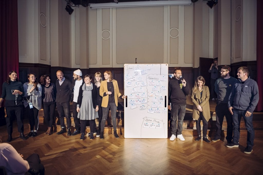 BigBoard auf der Bühne mit Künstlern bei Musikbewegt Foto von Julia Schoierer