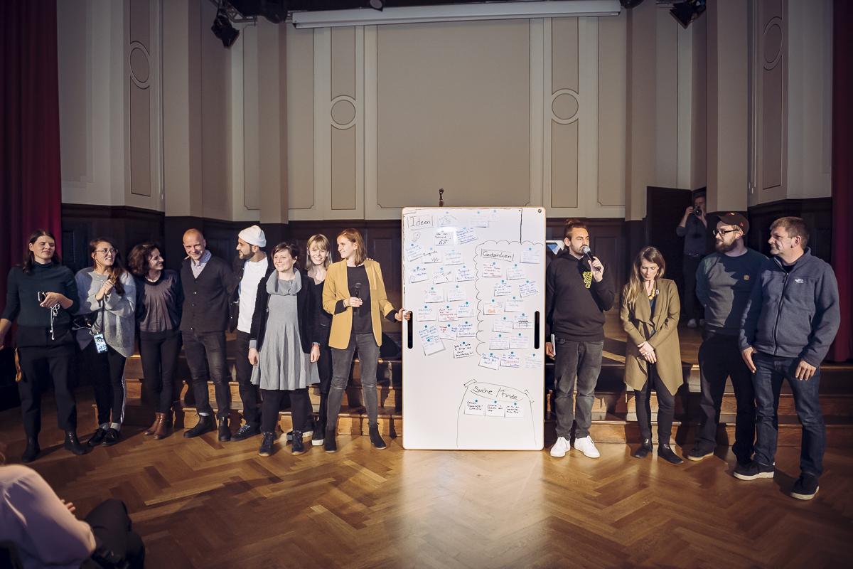 BigBoard auf der Bühne mit Künstlern bei Musikbewegt Foto