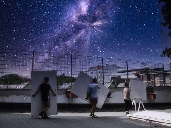 Mobile Whiteboards werden unter dem Sternenhimmel getragen