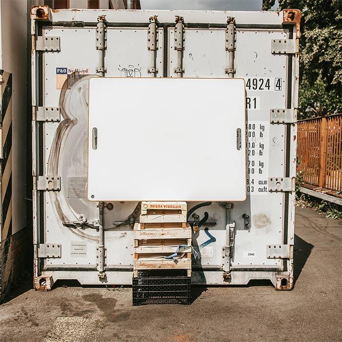 mobiles Whiteboard auf Paletten